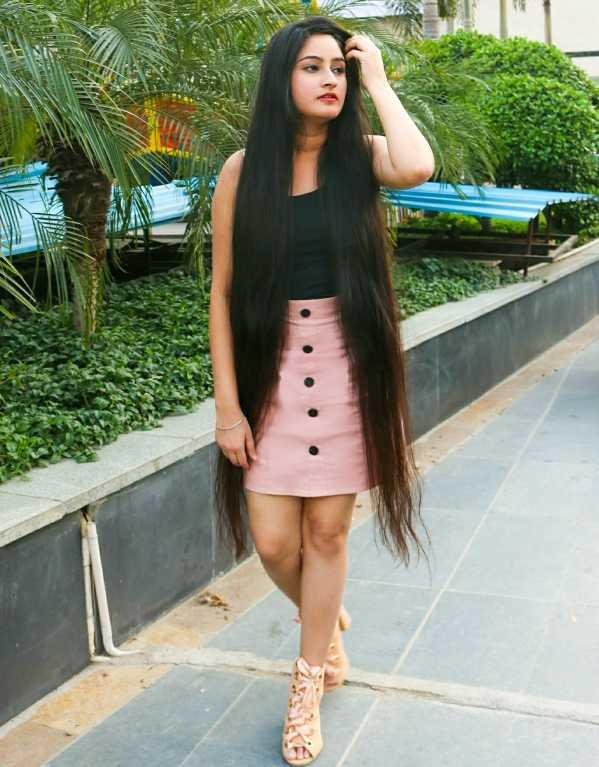 2. Nisha Flora