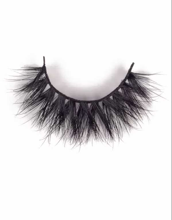 Chandni Girdhar recommends the WynkMe 3D Mink Lashes; Rs.1800