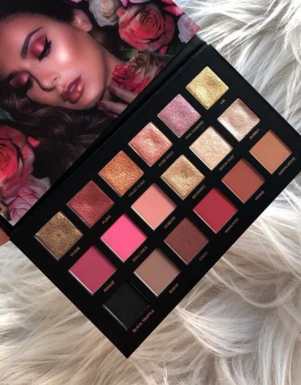 1) Huda Beauty Rose Gold Palette - Remastered