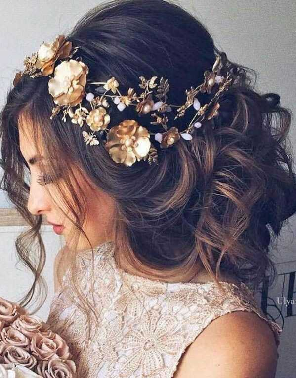 Another standout look for a Mehendi. Give your hairdo a bohemian spin with piled up, loose waves, topped with flowers