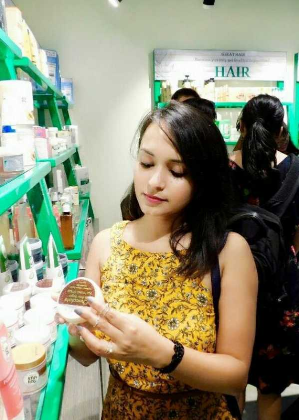I had a lovely experience using products from Inatur Herbals and trust me girls, you should check them out.
