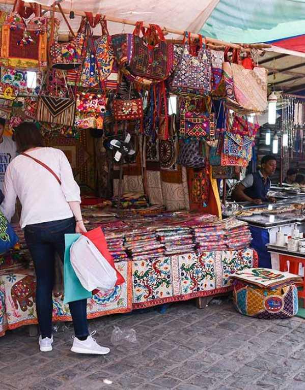 Best Street Markets in Kolkata, to shop till you drop!