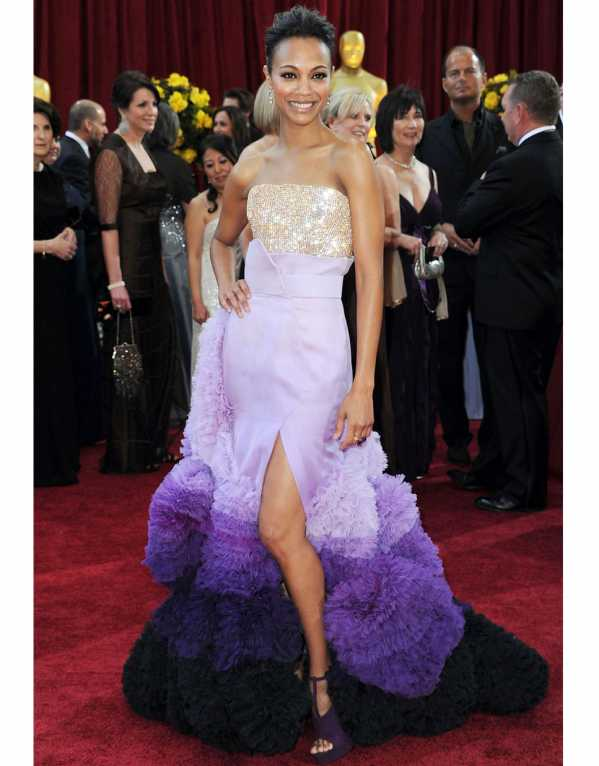 Zoe Saldana in a bold and controversial jaw-dropping gown at the 2010 Oscars