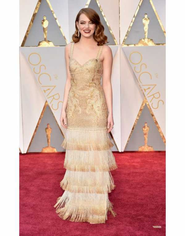 Emma Stone at the 2017 Oscars in this beautiful, intricately embroidered, flapper-style dress