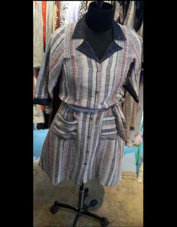 Collar dress w fastening