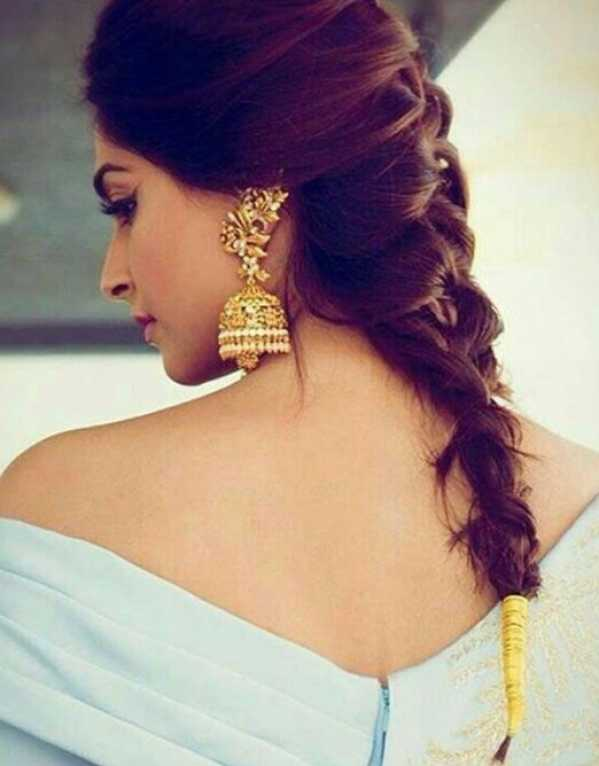 Keep its fuss free on your Mehendi with a loose and messy fishtail braid finished with a gold thread at the bottom