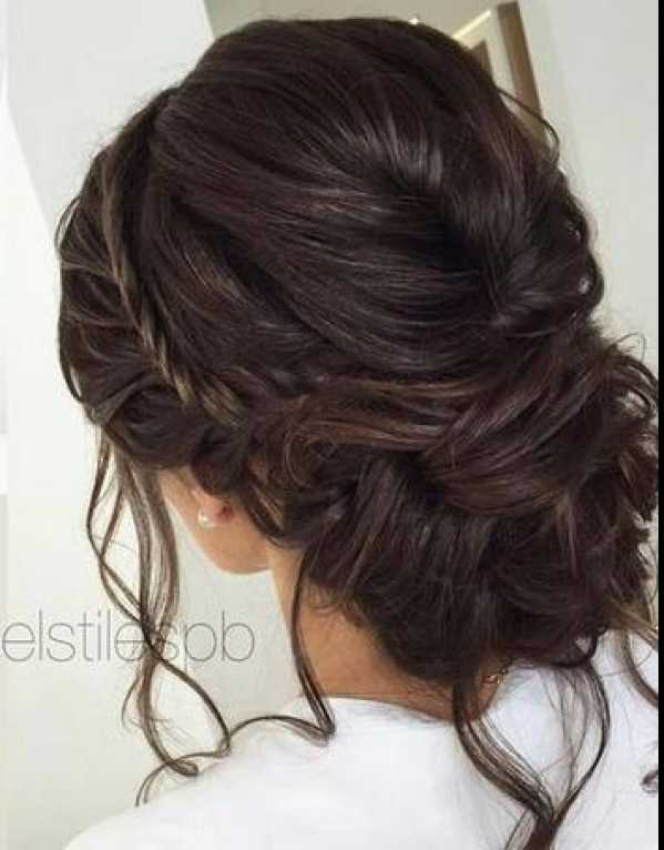The reception calls for a relaxed hairdo. Just put your hair in a romantic messy bun!