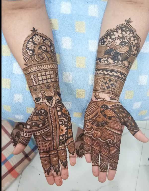 2. Shalini Mehendi Artist