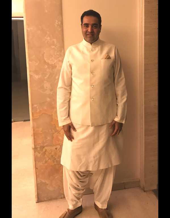 Keeping it simple in a monotone Rohit Bal kurta payjama