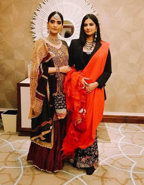 1.Sonam + Rhea Kapoor