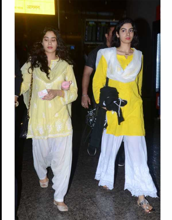 2. Jhanvi and Khushi Kapoor
